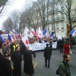 Que l'on soit Catholique ou Protestant nous devrions tous suivre ce mouvement à la Gloire de notre Seigneur. Nos prières vous accompagnent. C'était le 6 novembre 2012 dans les rues de Paris.