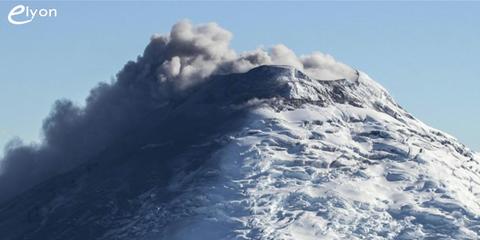 Le Cotopaxi, l'un des plus dangereux volcans du monde, est réveillé