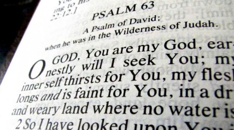 A cause d'une coquille, une bible du 17eme siècle encourage l'adultère.
